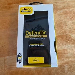 iPhone 11 Otterbox Defender Case